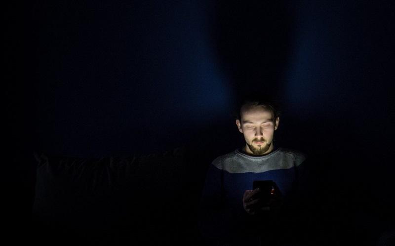 روش هایی برای جلوگیری از تاثیر موبایل بر خواب