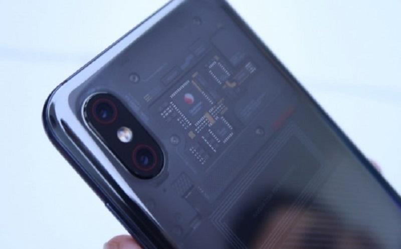 راز قاب پشتی شفاف گوشی Mi 8 Explorer مشخص شد