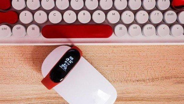 اطلاعات لو رفته استفاده از صفحه نمایش رنگی و باتری بزرگتر را در Mi band 4